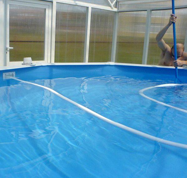 Сборный бассейн с водой